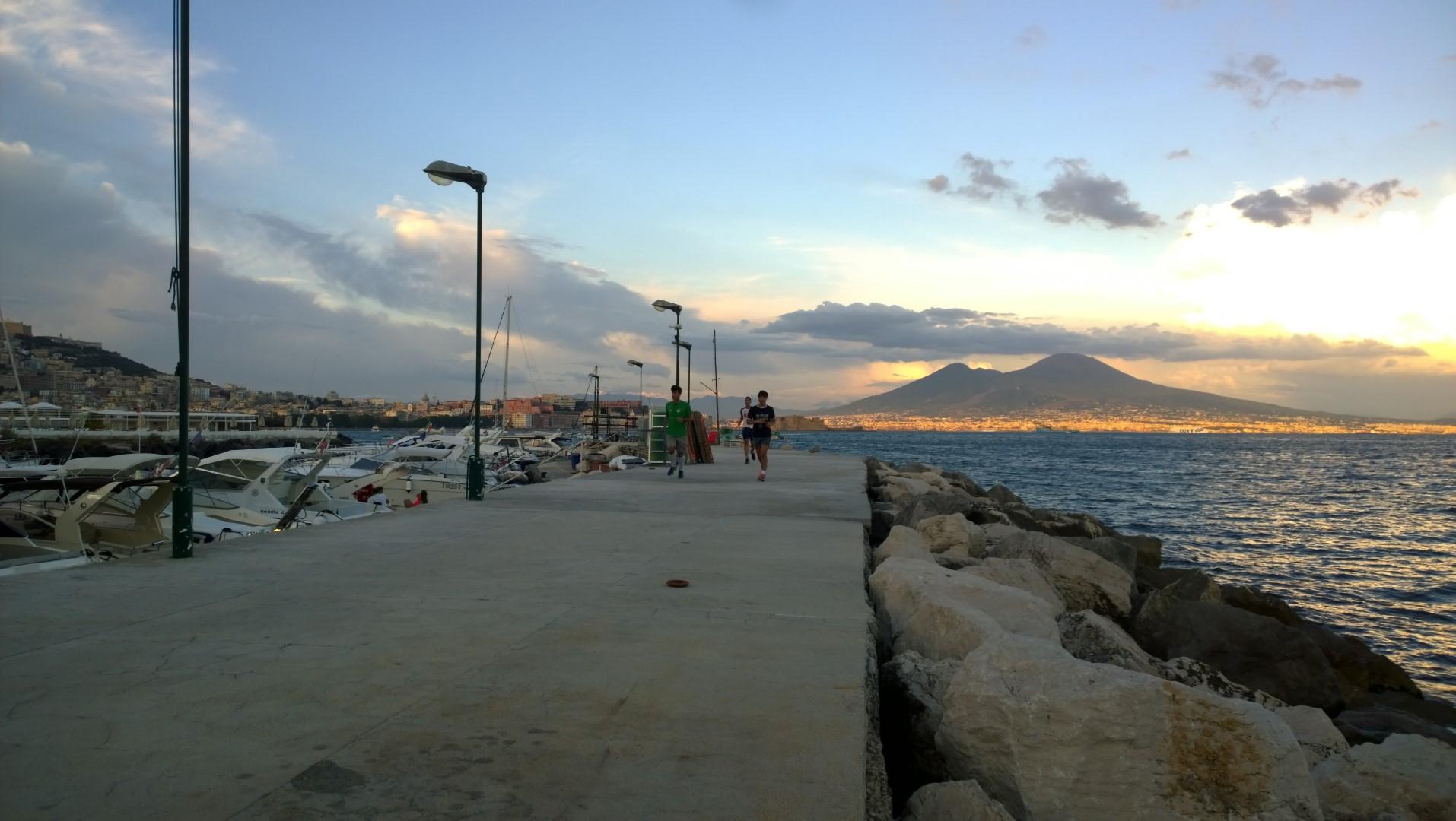 Molo Tramonto Vesuvio