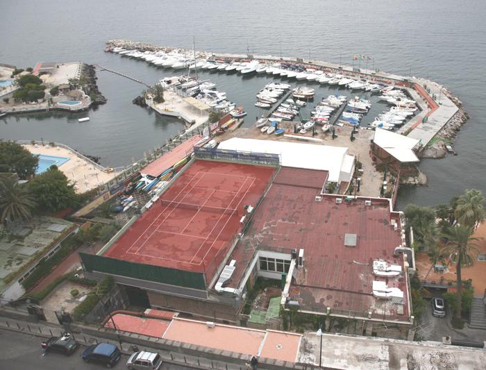 Il Circolo Nautico Posillipo visto dalla Villa Doria d'Angri